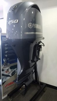 Yamaha_250_Horsepower_Outboard_Engine_-_New_ 3132